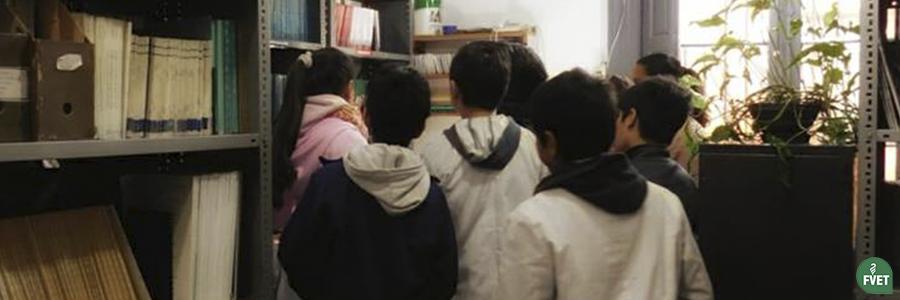 Visita de niños de la Escuela Manuel Belgrano a la Biblioteca de FVET